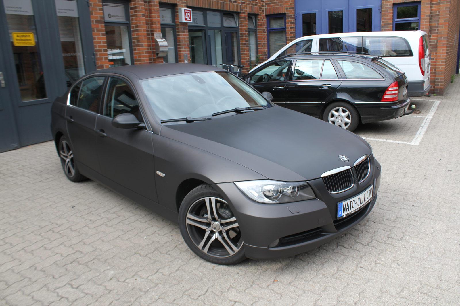 BMW 3er komplette Folierung in schwarz braun matt metallic und Teile in Carbon-Folie.