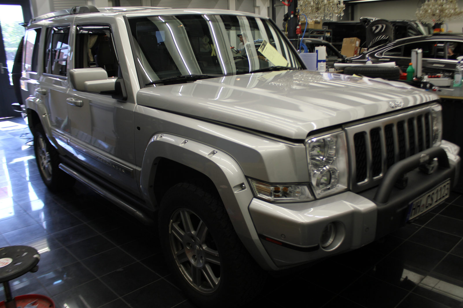 JEEP_COMMANDER_TEILFOLIERUNG_MIDNIGHT_BLACK_METALLIC_MATT_02