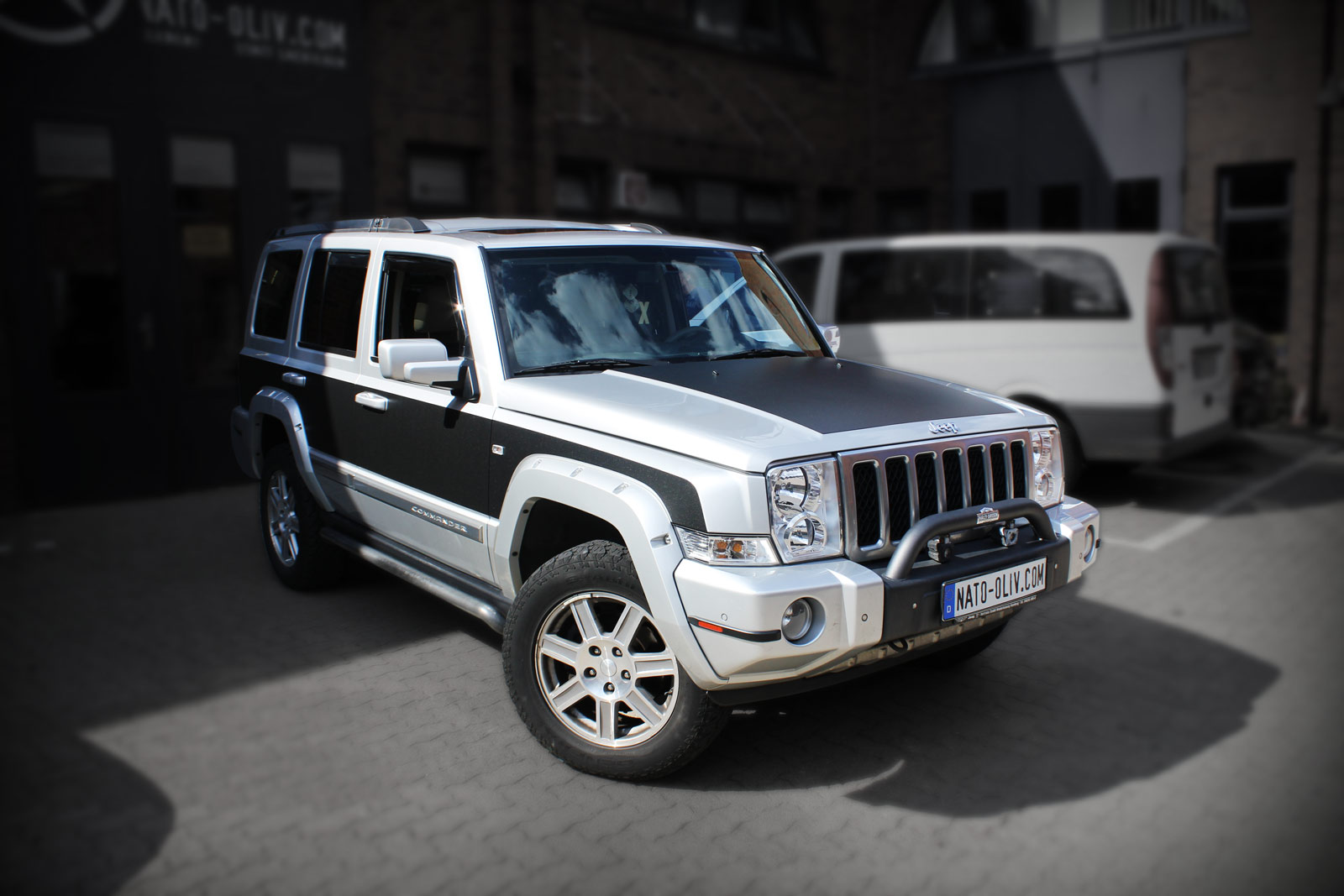 Jeep Commander Teilfolierung in Midnight Black metallic matt.