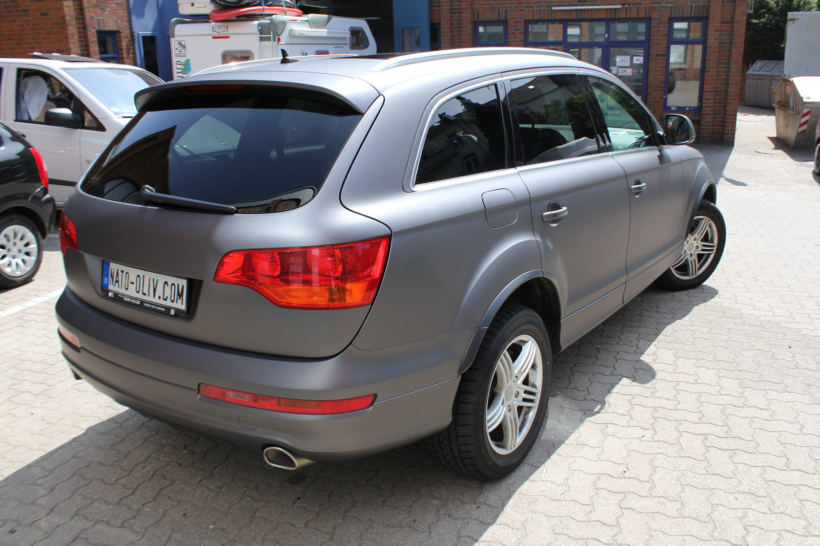 Heckansicht des Q7 in anthrazit matt metallic Folie.