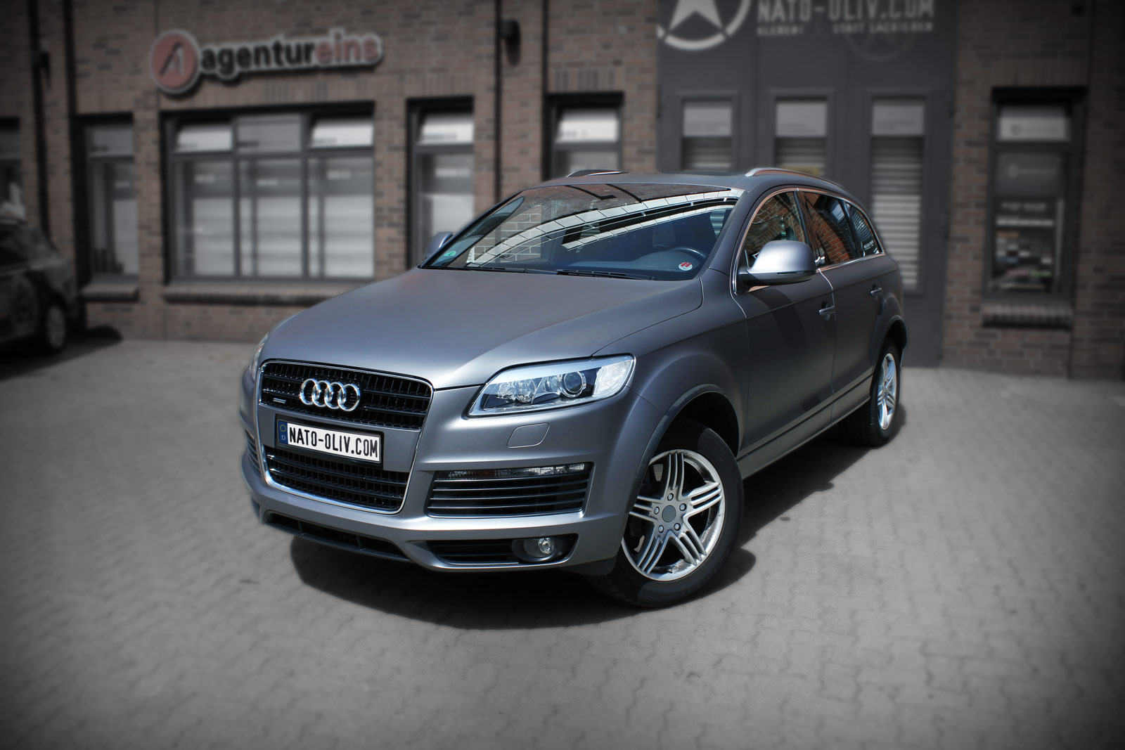 Audi Q7 foliert mit anthrazit matt metallic Folie.