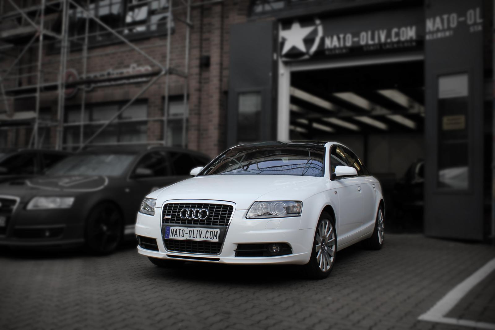 Schraege Frontalansicht des mit Folie beklebten Audi A6 in glaenzendem weiss