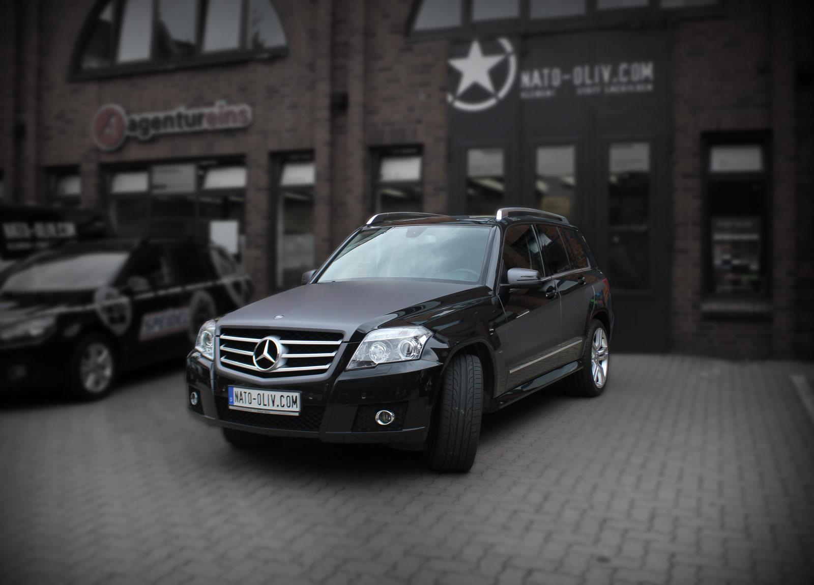 Teilfolierung des Mercedes GLK mit anthrazit matt metallic Folie.