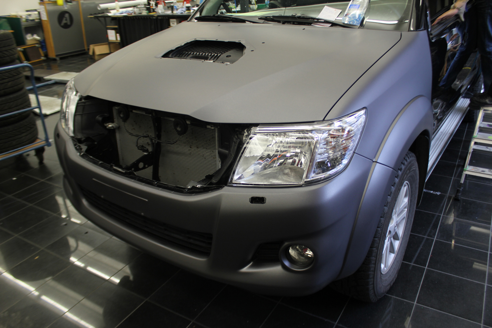 TOYOTA_HILUX_FOLIERUNG_ANTHRAZIT_METALLIC_MATT_04