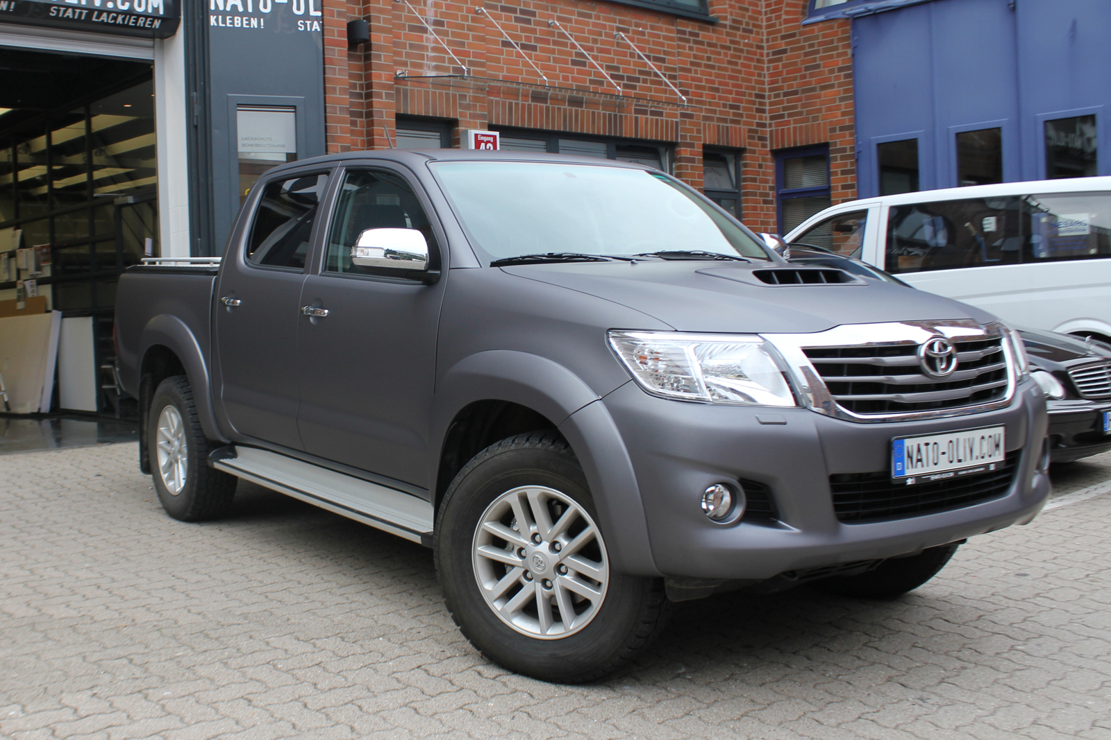TOYOTA_HILUX_FOLIERUNG_ANTHRAZIT_METALLIC_MATT_07