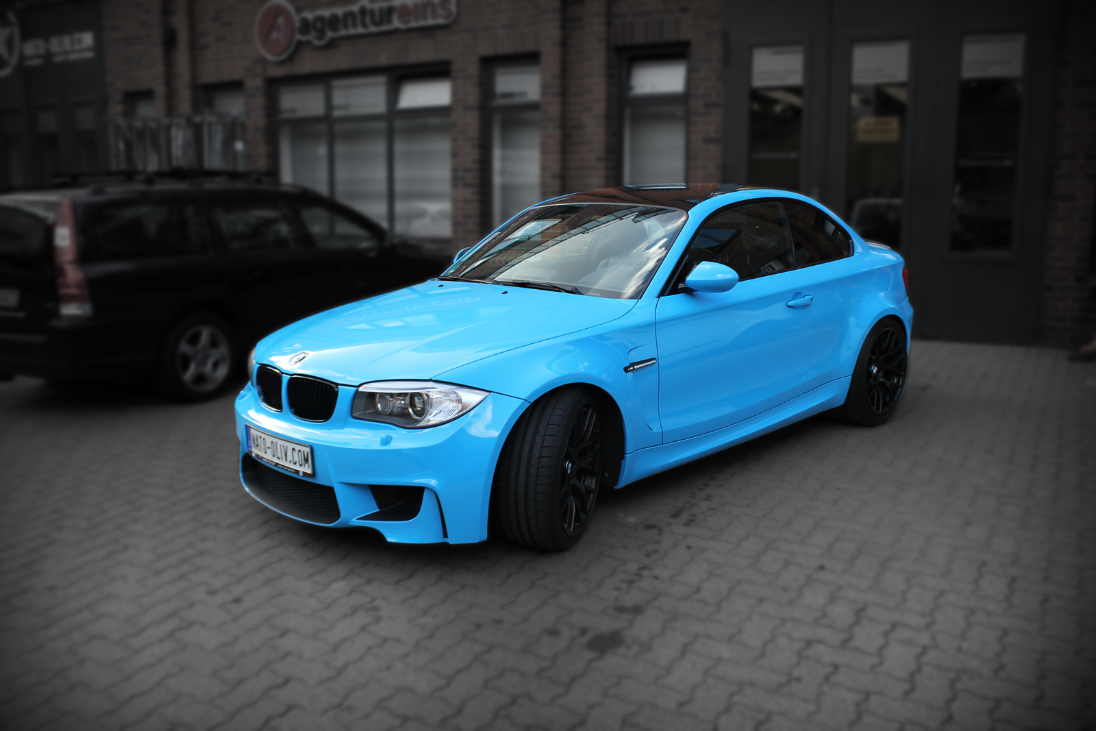 bmw 1er m coup in light blue mit schwarz matten extras. Black Bedroom Furniture Sets. Home Design Ideas