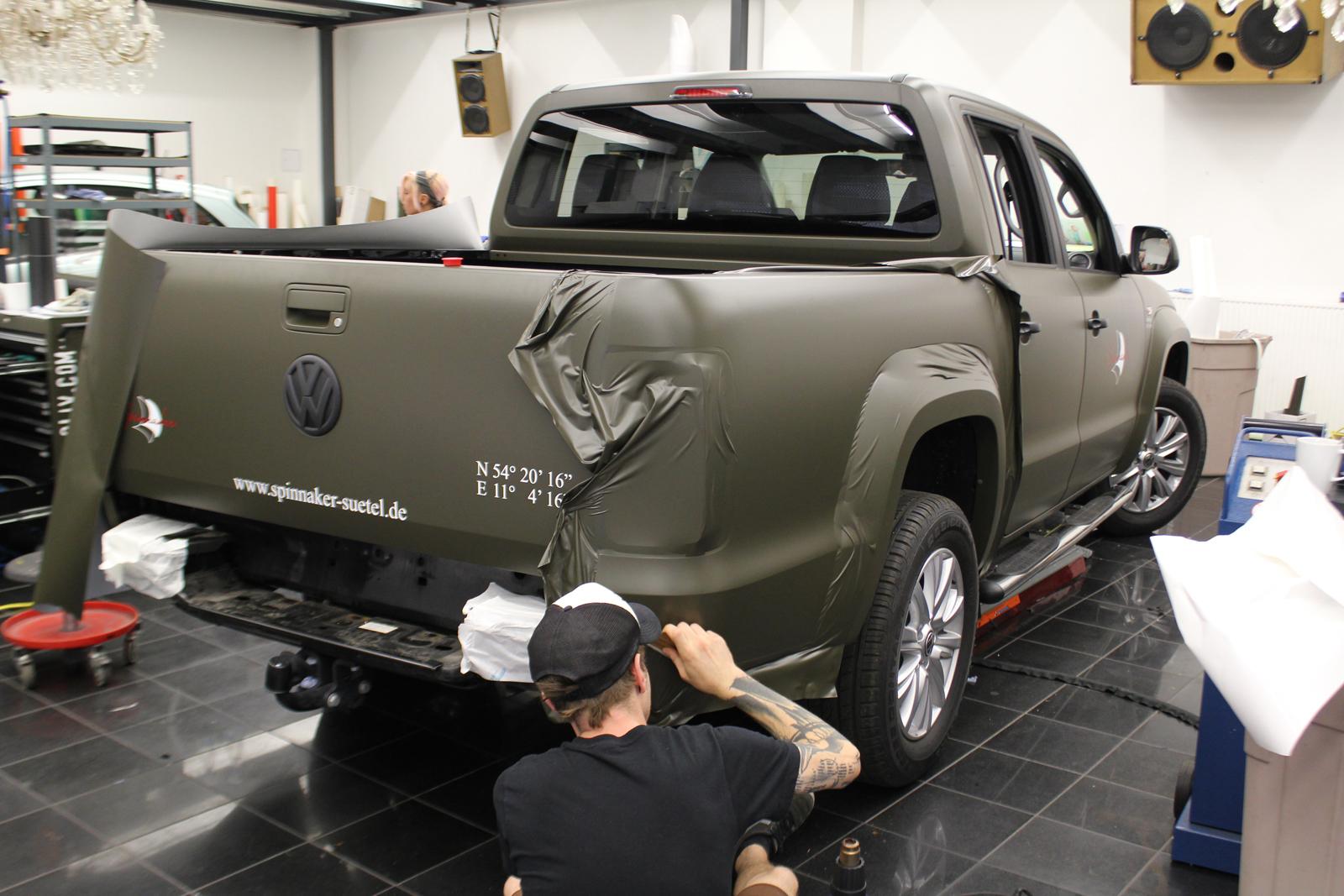 VW_AMAROK_FOLIERUNG_NATO-OLIV_MATT_BESCHRIFTUNG_02