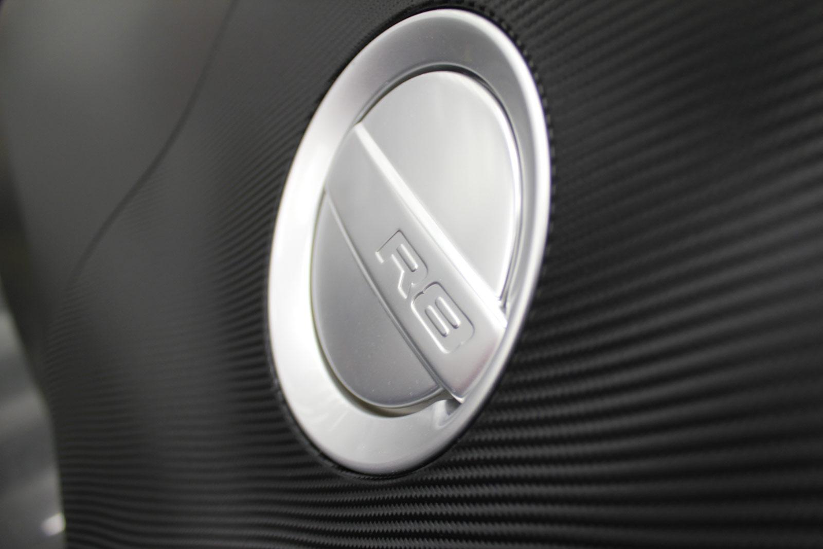 Audi_R8_schwarz_matt_folierung_mit_carbon_04
