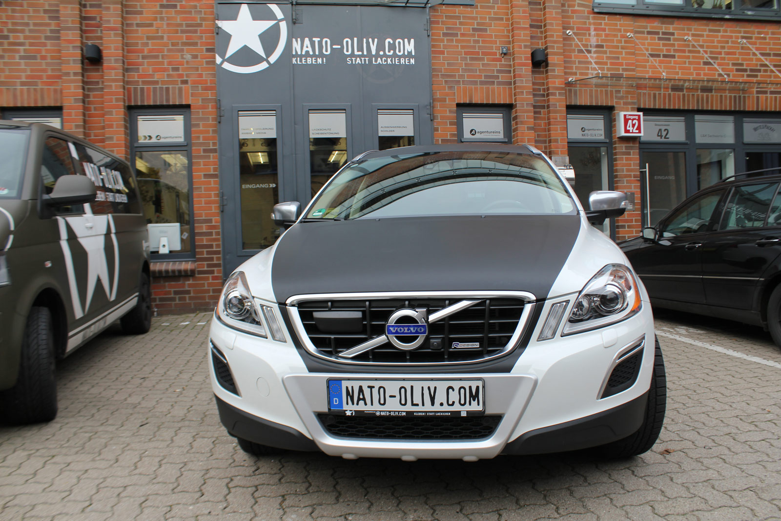 volvo xc60 teilfolierung in schwarz matt nato. Black Bedroom Furniture Sets. Home Design Ideas