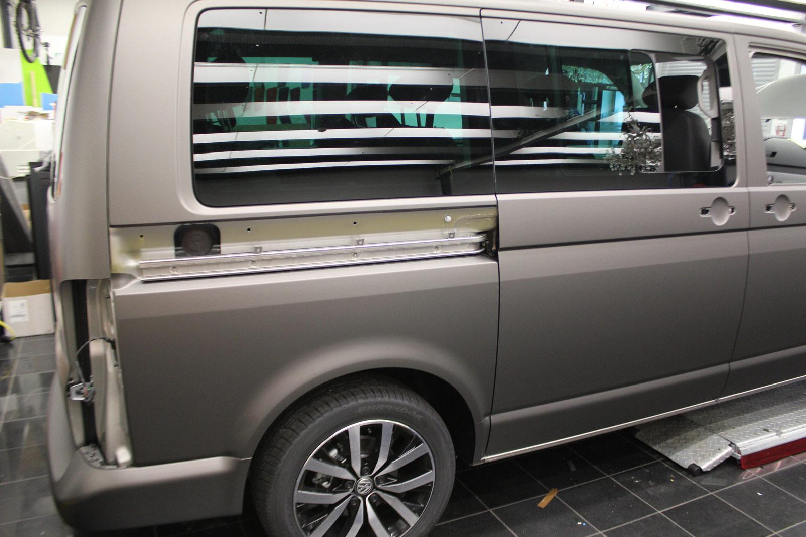 VW_T5_MULTIVAN_FAHRRADHALTERUNG_SCHUTZ_CHARCOAL_METALLIC_MATT_01