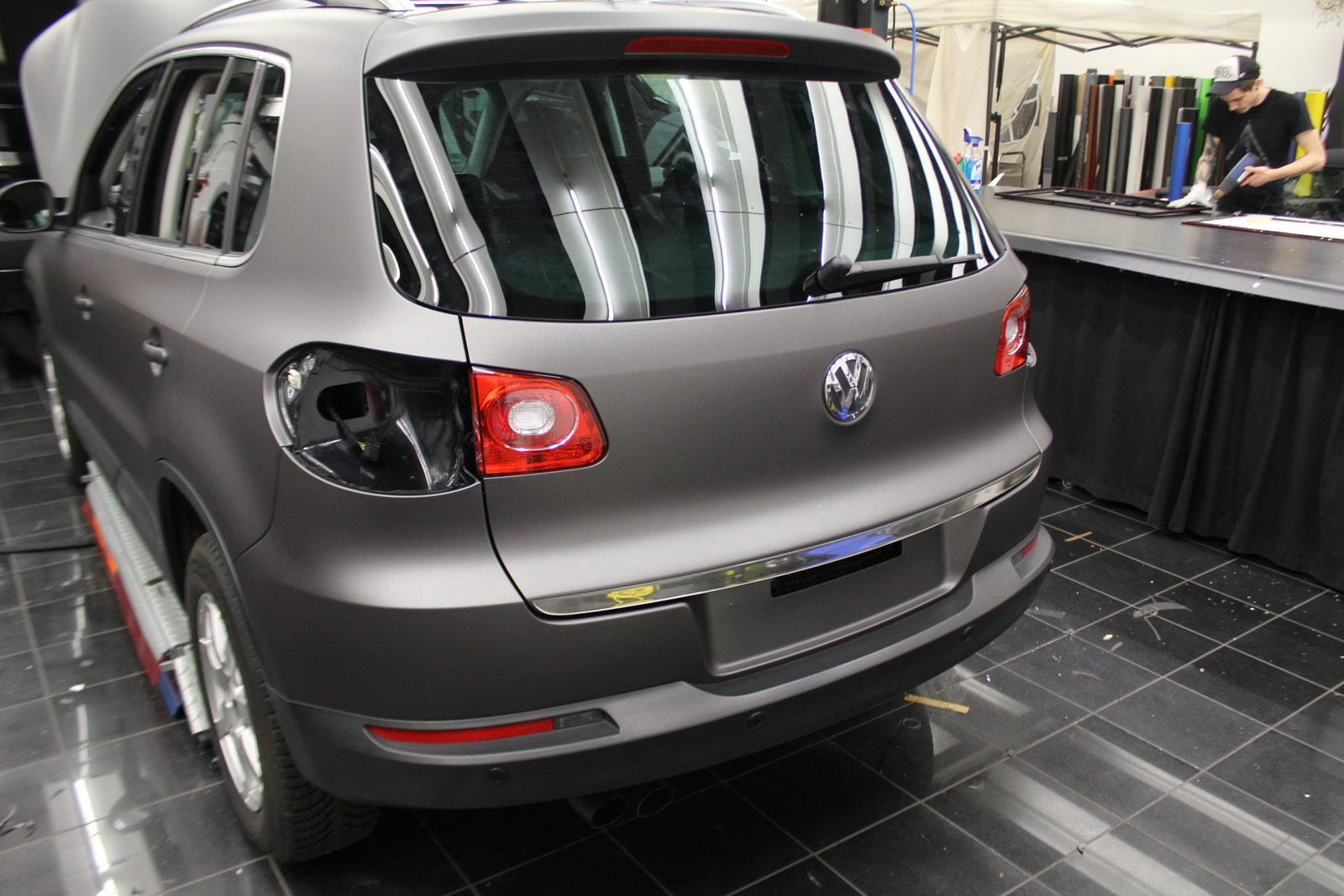 VW_Tiguan_Foliert_Anthrazit_Matt_Metallic_Carbon_Spiegel_05