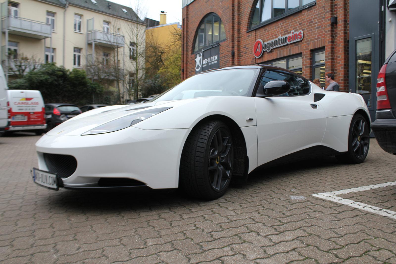 Lotus Evora S Folierung im Sports Racer Design (Seitenansicht).