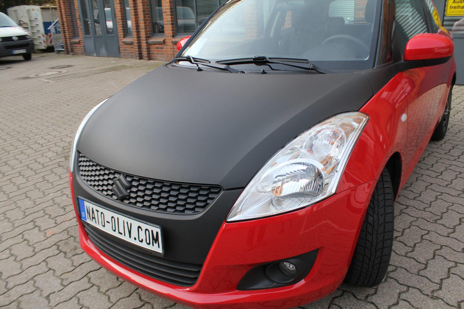 Suzuki Swift teilfoliert mit schwarz matter Folie.