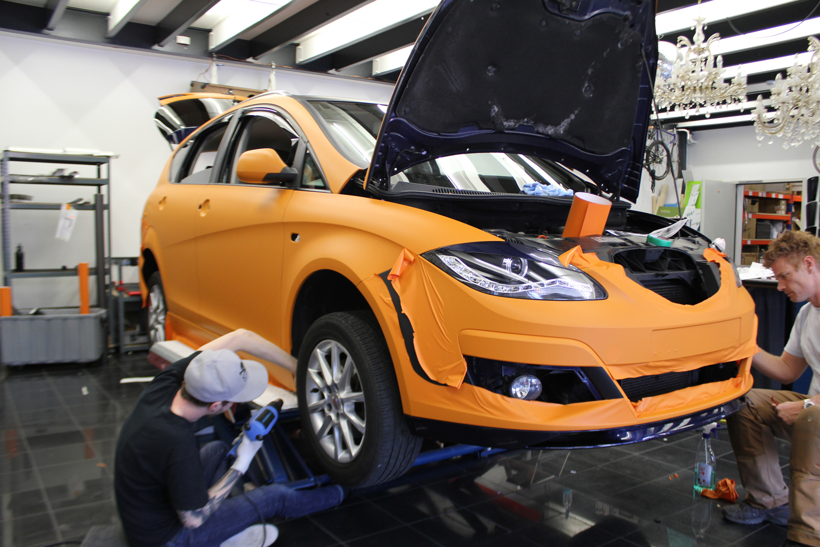 Car Wrapping Auto Folierung Seat Altea XL Orange Matt Schwarz Matt