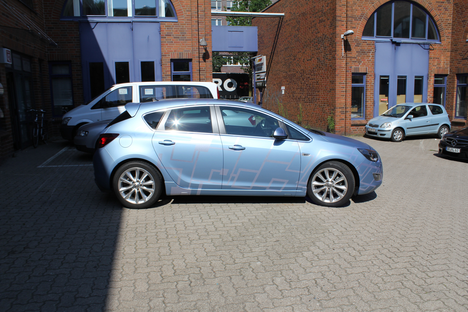Car Wrapping Auto Folierung Opel Astra Frost Blue Matt Metallic