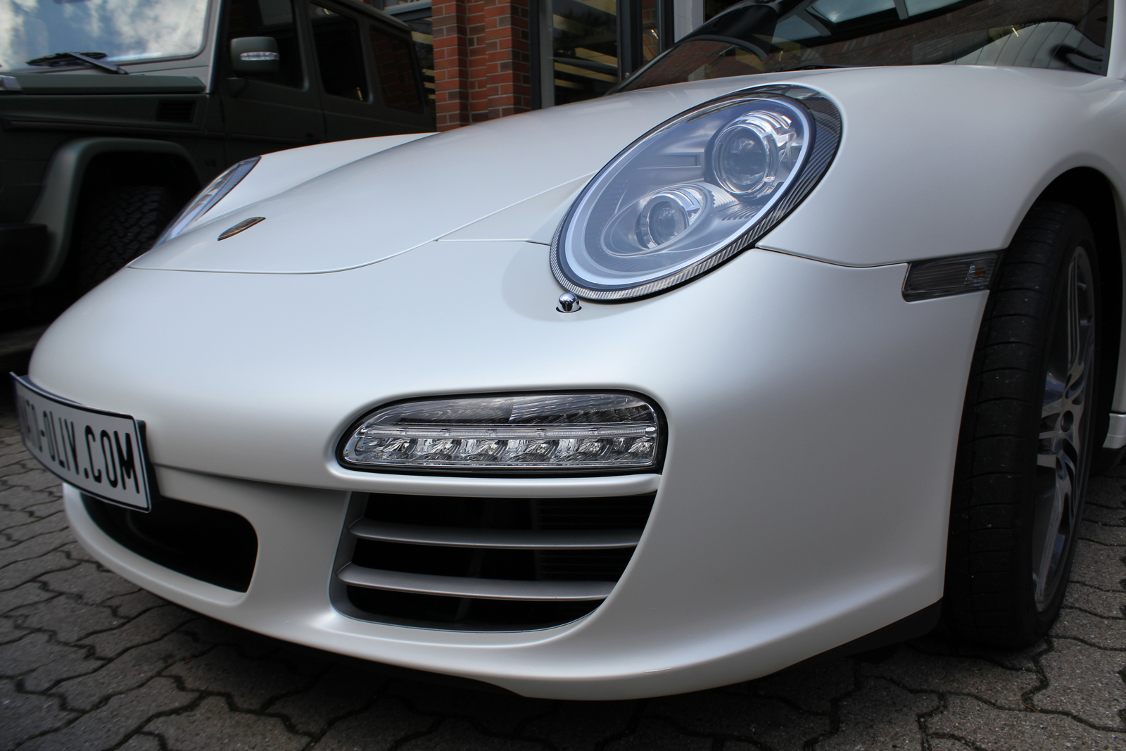 Car Wrapping Auto Folierung Porsche Carrera 4S Satin Pearl