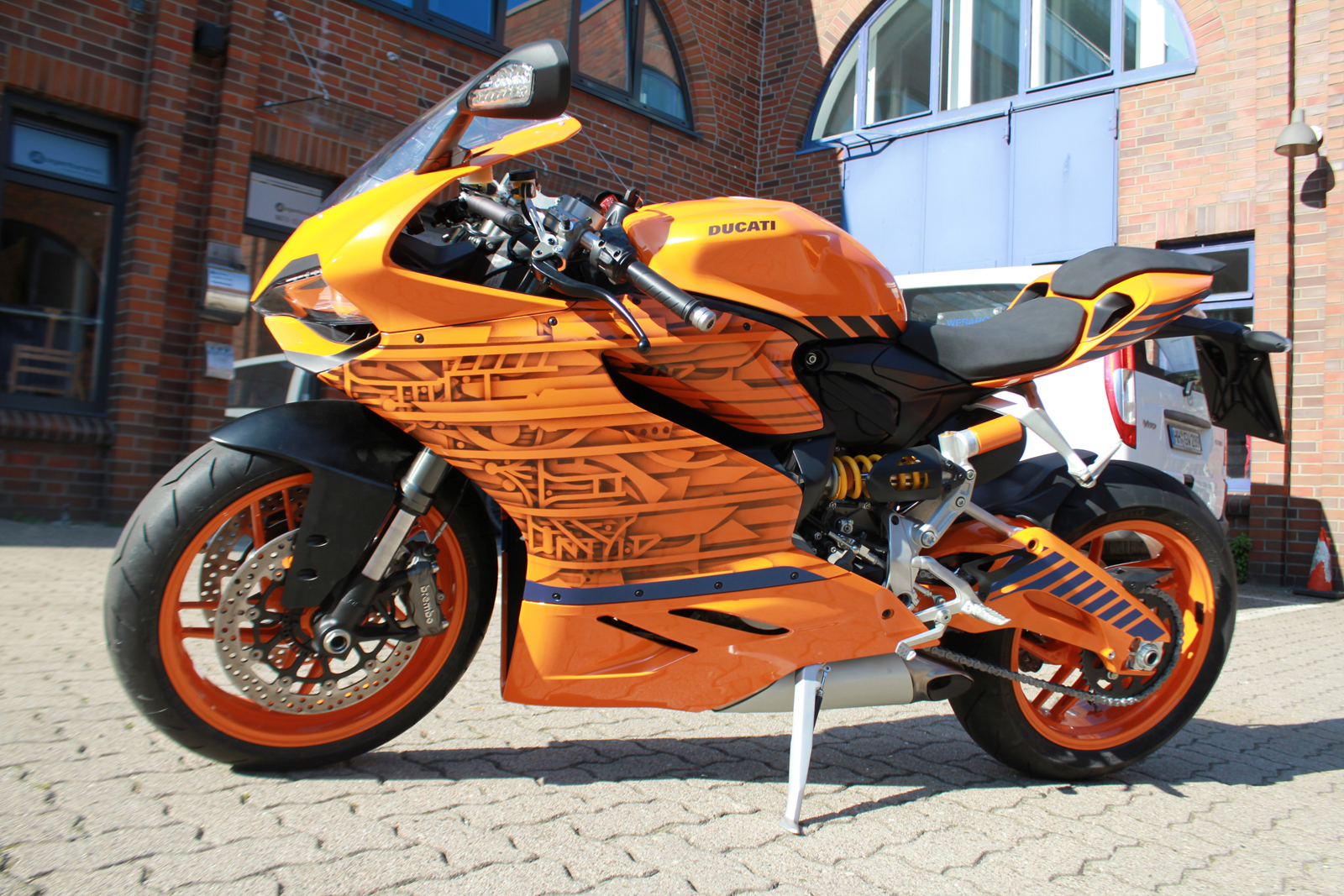 Auto Folierung Car Wrapping Ducati Superquadro Orange Design