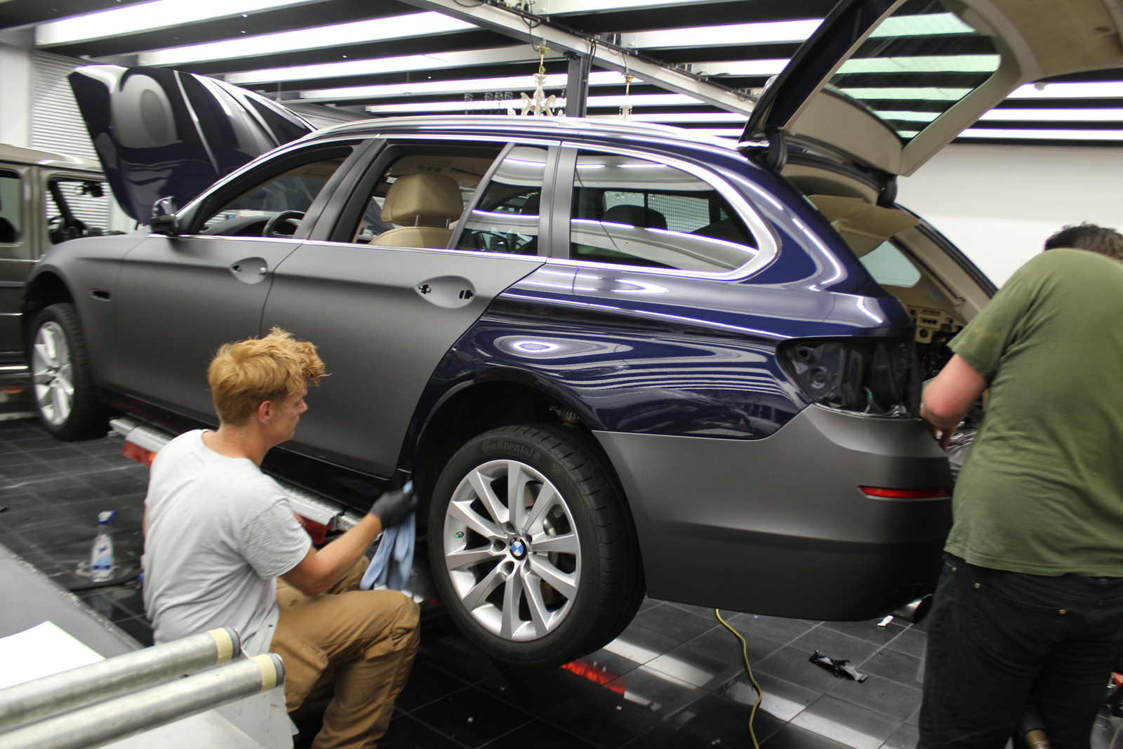 Auto Folierung Car Wrapping BMW 5er Anthrazit Matt Metallic