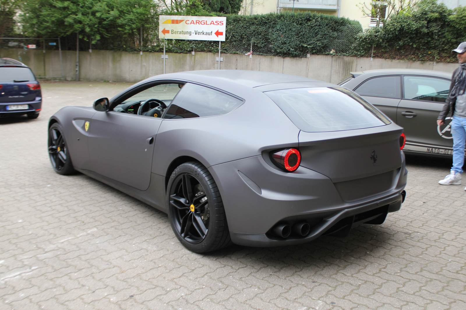 Auto Folierung Car Wrapping Ferrari FF Anthrazit Metallic Matt Schwarz Gebürstet