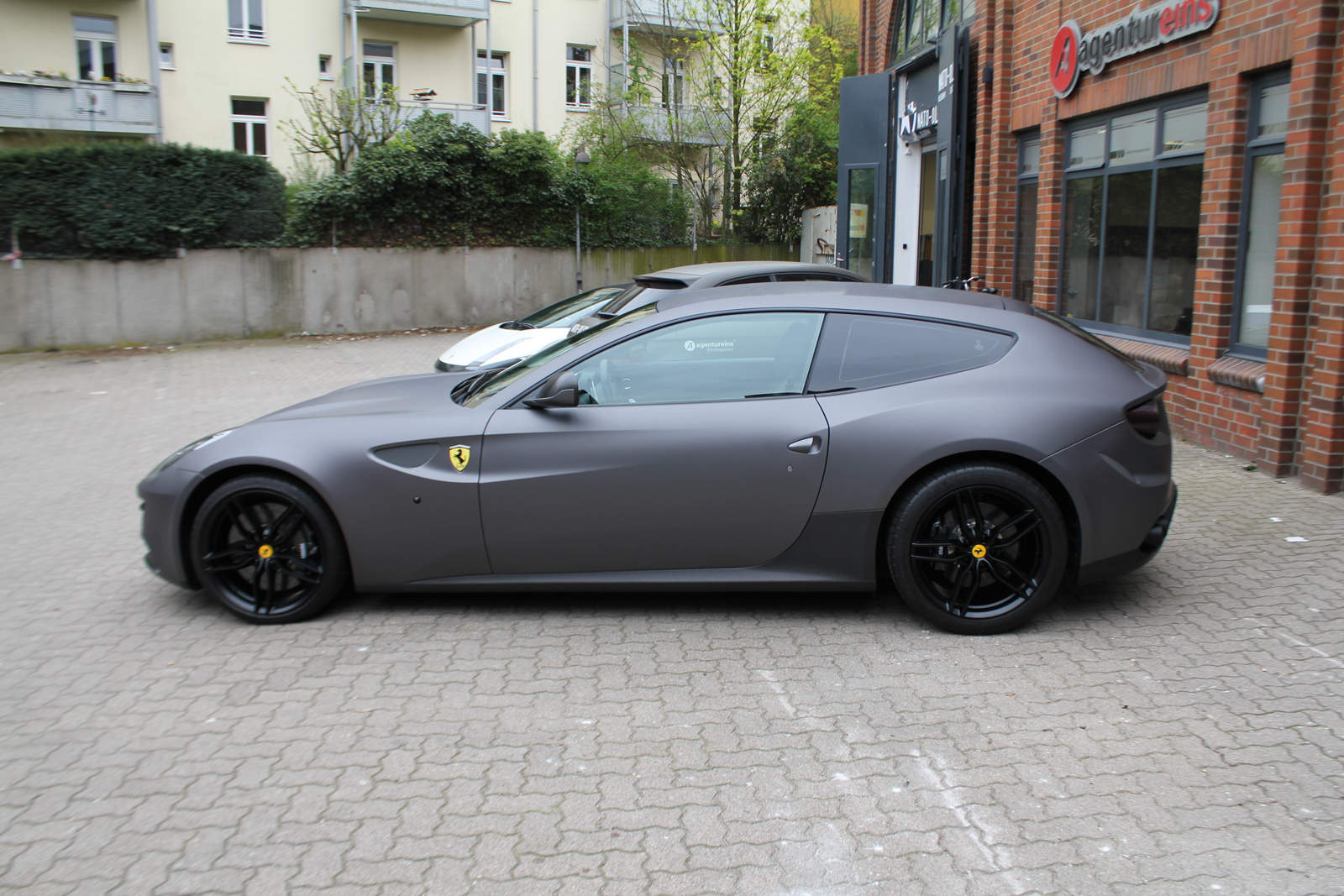 ferrari ff in anthrazit matt metallic und schwarz gebuerstet nato. Black Bedroom Furniture Sets. Home Design Ideas