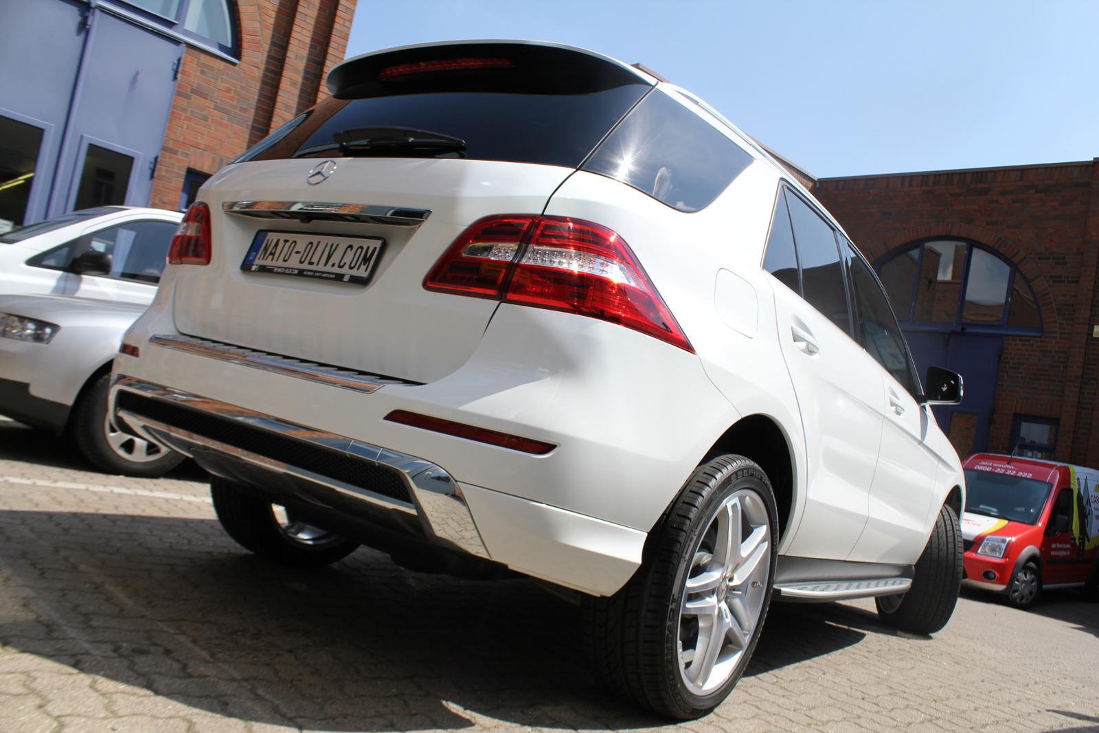 Auto Folierung Car Wrapping Mercedes ML Folierung Weiß Glanz