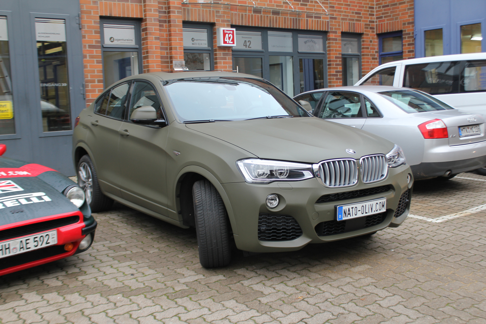 Bmw x4 folierung nato oliv matt nato for Auto interieur folieren