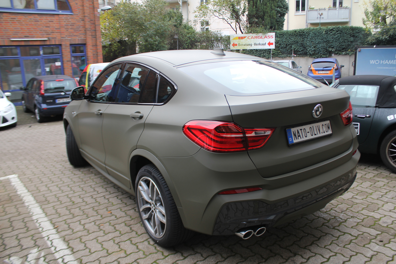 Auto Folierung Car Wrapping BMW X4 Folierung Nato Oliv Matt