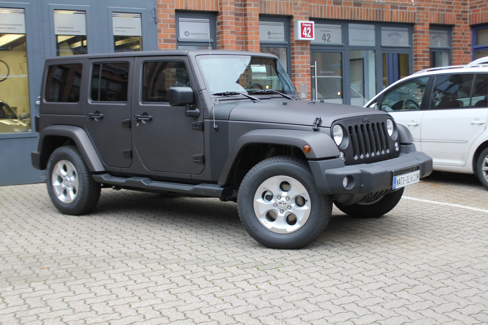 Auto Folierung Car Wrapping Jeep Wrangler Folierung Schwarzbraun Matt Metallic