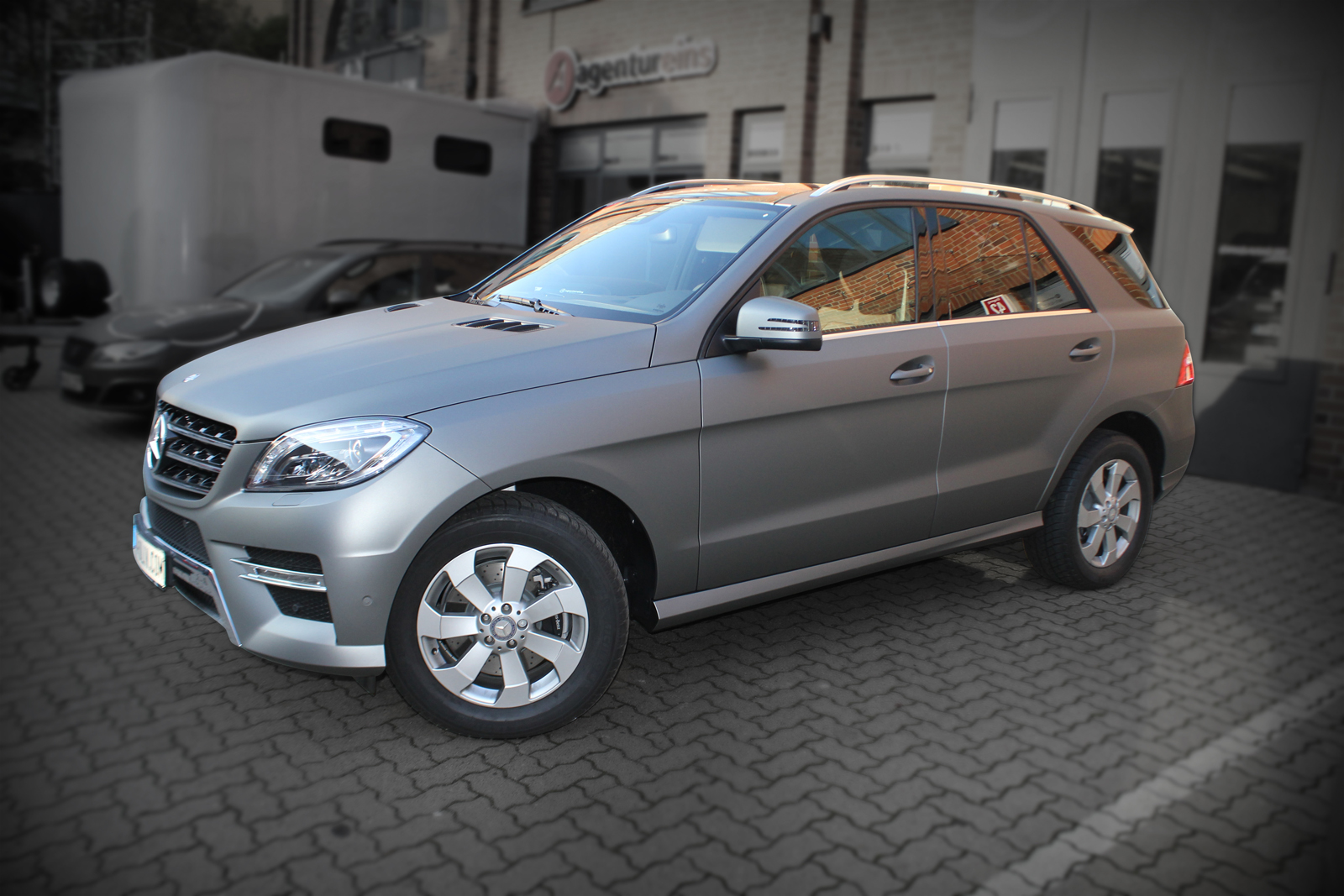 Auto Folierung Car Wrapping Mercedes ML Folierung Gunmetal Matt Metallic