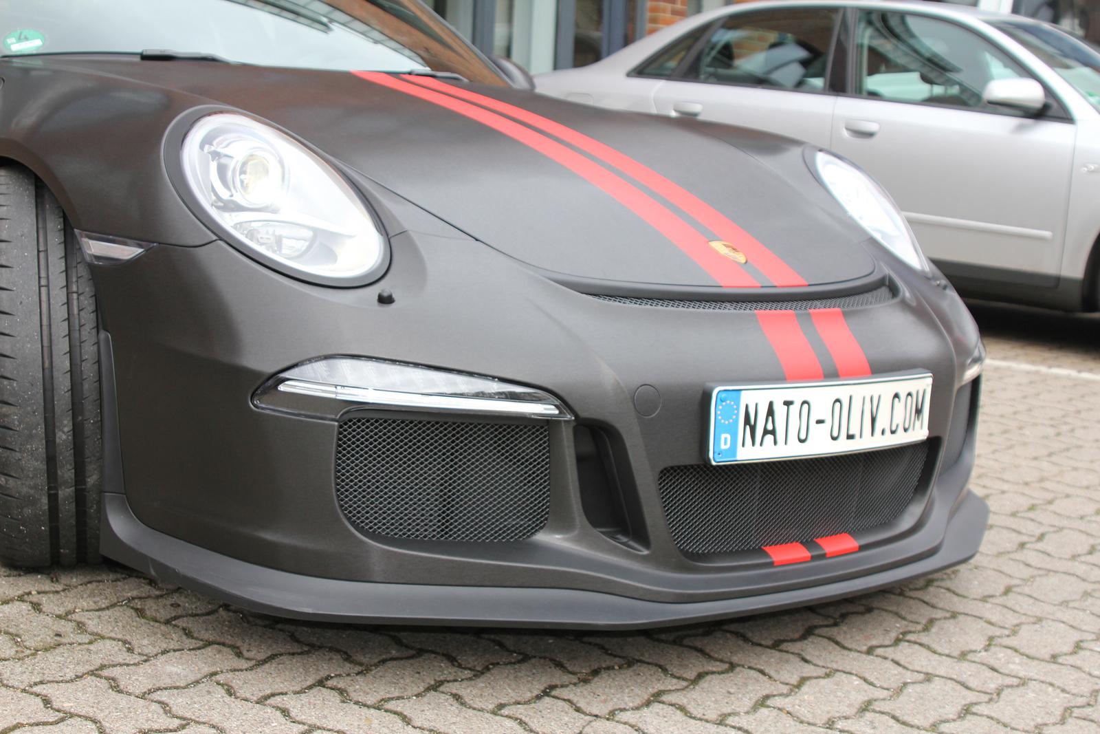 PORSCHE-GT3-FOLIERUNG-SCHWARZ-GEBUERSTET-RALLYESTREIFEN-ROT-MATT_05