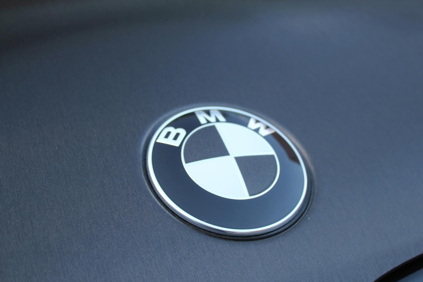 BMW_X3_CAR-WRAPPING_SCHWARZ_GEBUERSTET_FOLIE_04