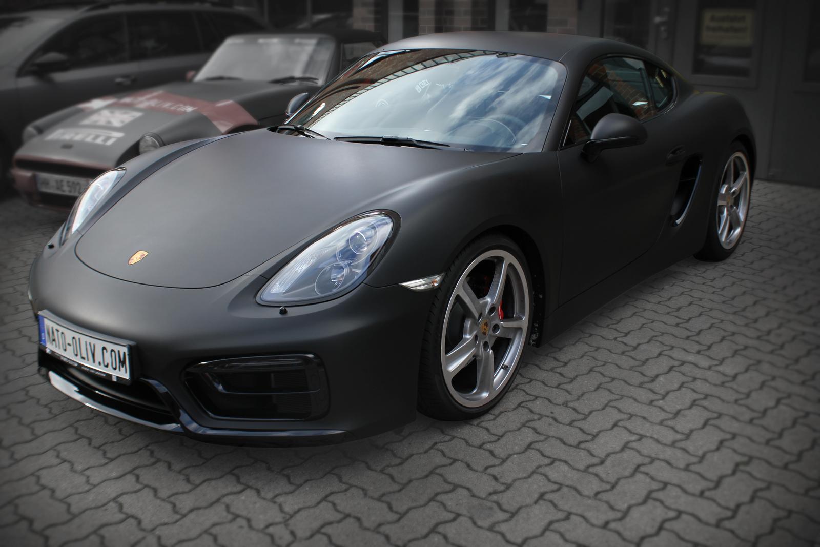 Car Wrapping bei einem Porsche Cayman in schwarz matt