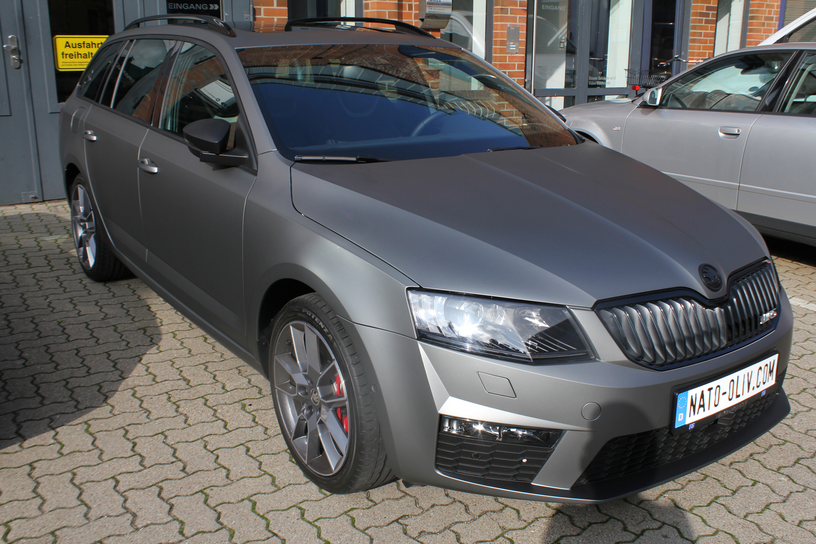 SKODA_COMBI_RS_FOLIERUNG_GUNMETAL_MATT_METALLIC_02