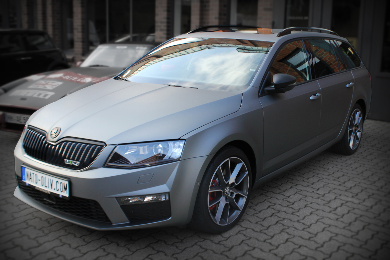 Car Wrapping bei einem Skoda Combi RS mit Folie in gunmetal matt metallic