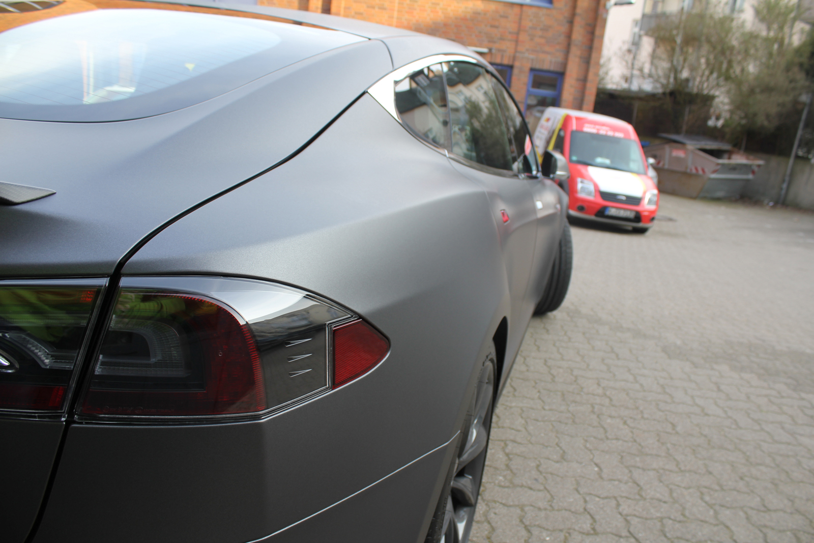 TESLA_MODEL-S_CAR-WRAPPING_FOLIERUNG_DARK_GREY_MATT_METALLIC_06