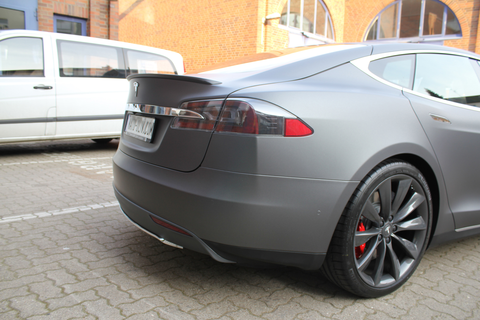 TESLA_MODEL-S_CAR-WRAPPING_FOLIERUNG_DARK_GREY_MATT_METALLIC_07