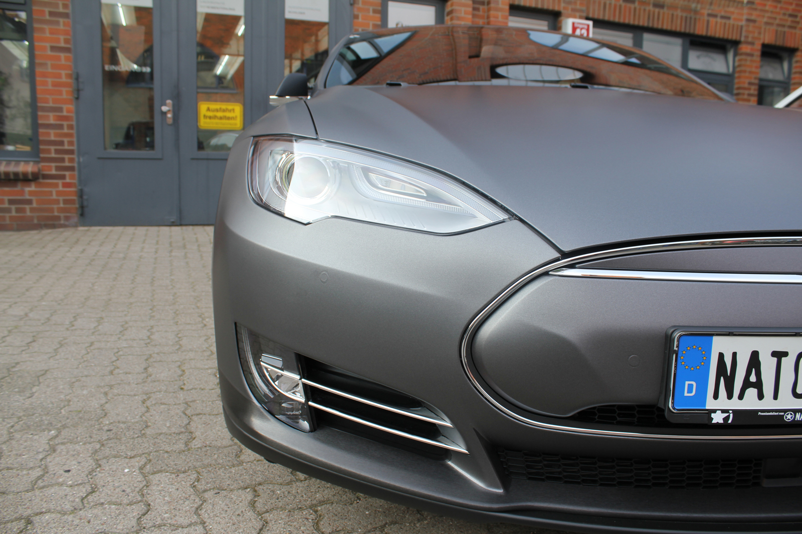 TESLA_MODEL-S_CAR-WRAPPING_FOLIERUNG_DARK_GREY_MATT_METALLIC_08