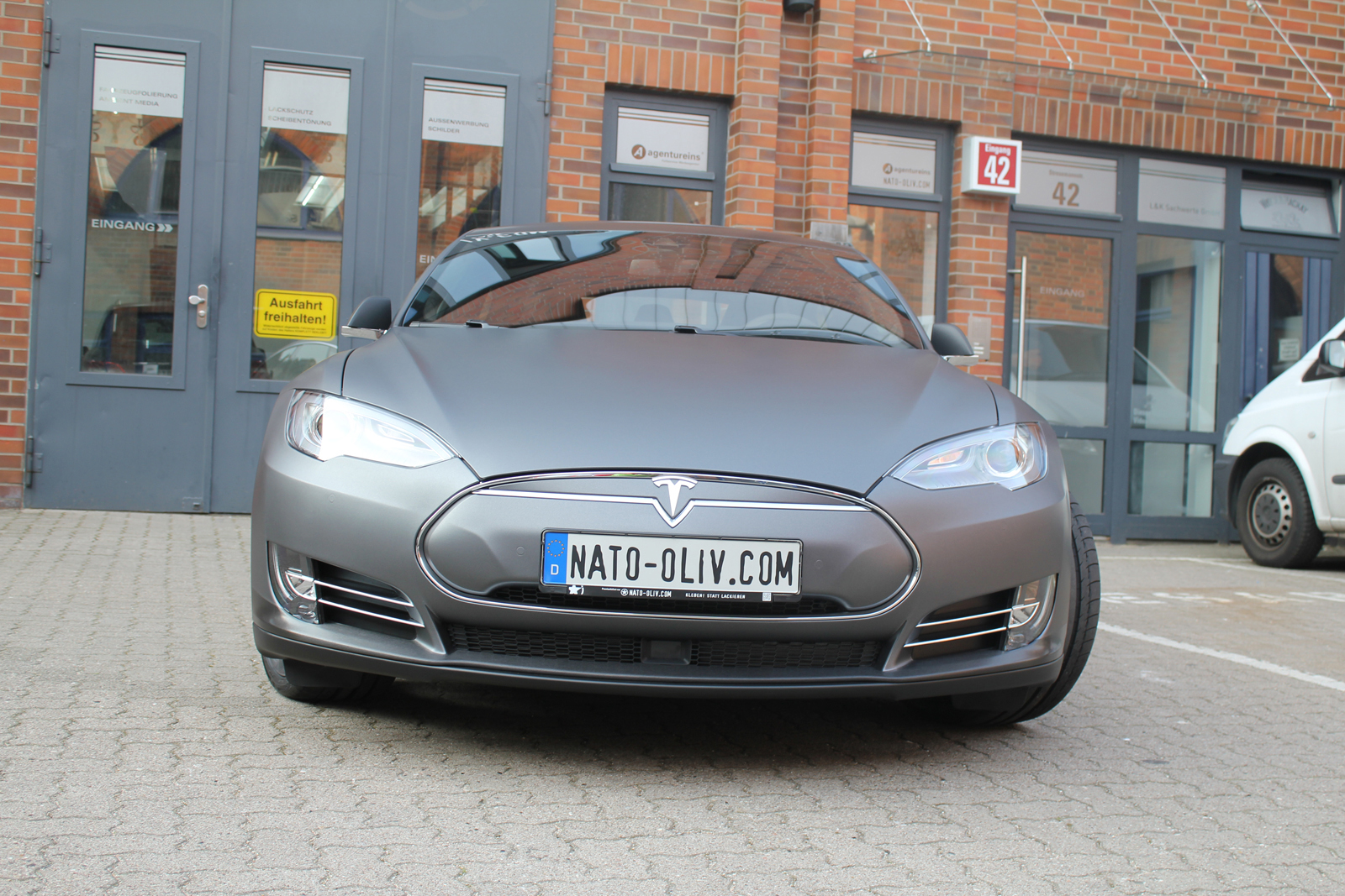 TESLA_MODEL-S_CAR-WRAPPING_FOLIERUNG_DARK_GREY_MATT_METALLIC_09