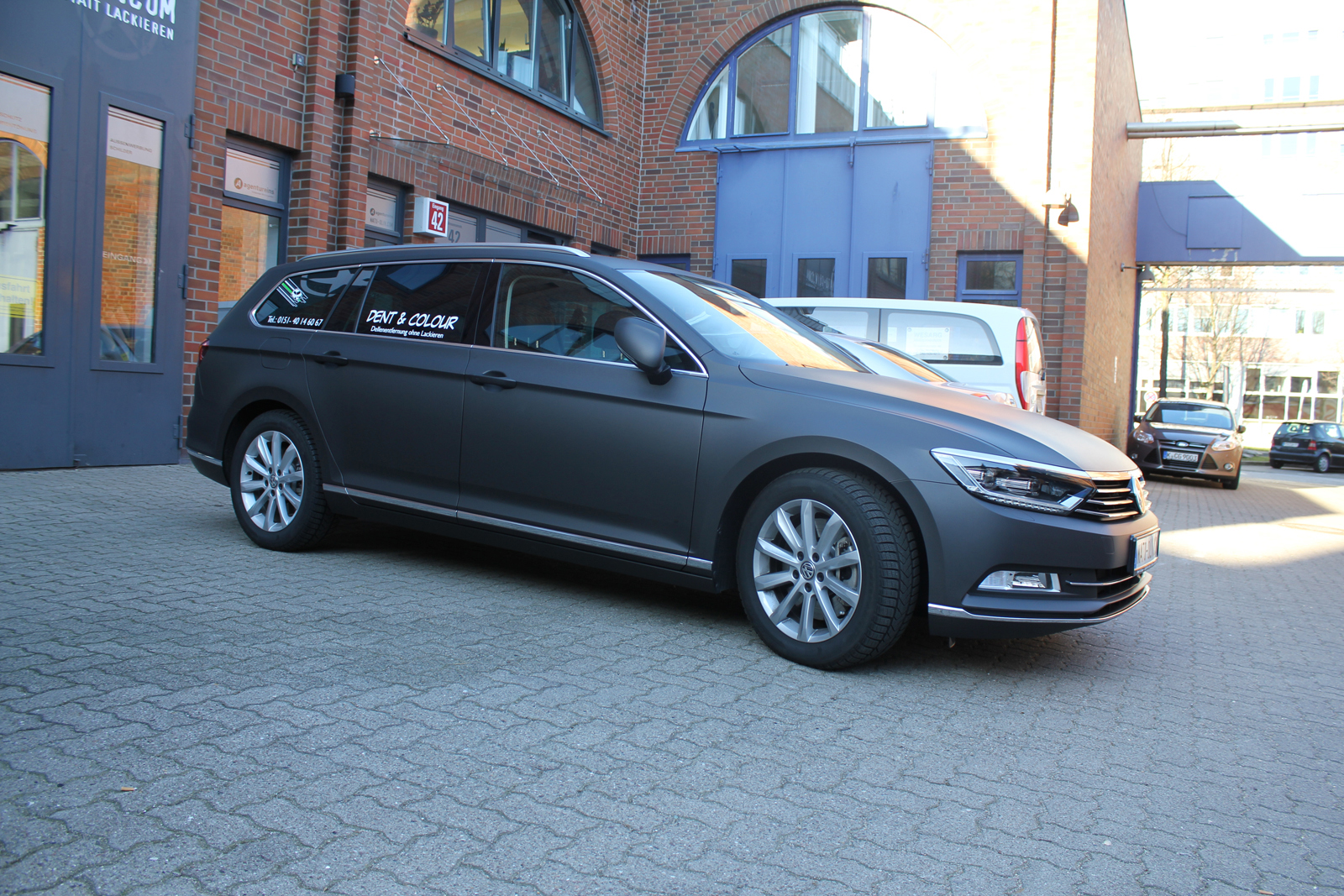 VW Passat Car Wrapping mit Folie in schwarz-braun matt metallic