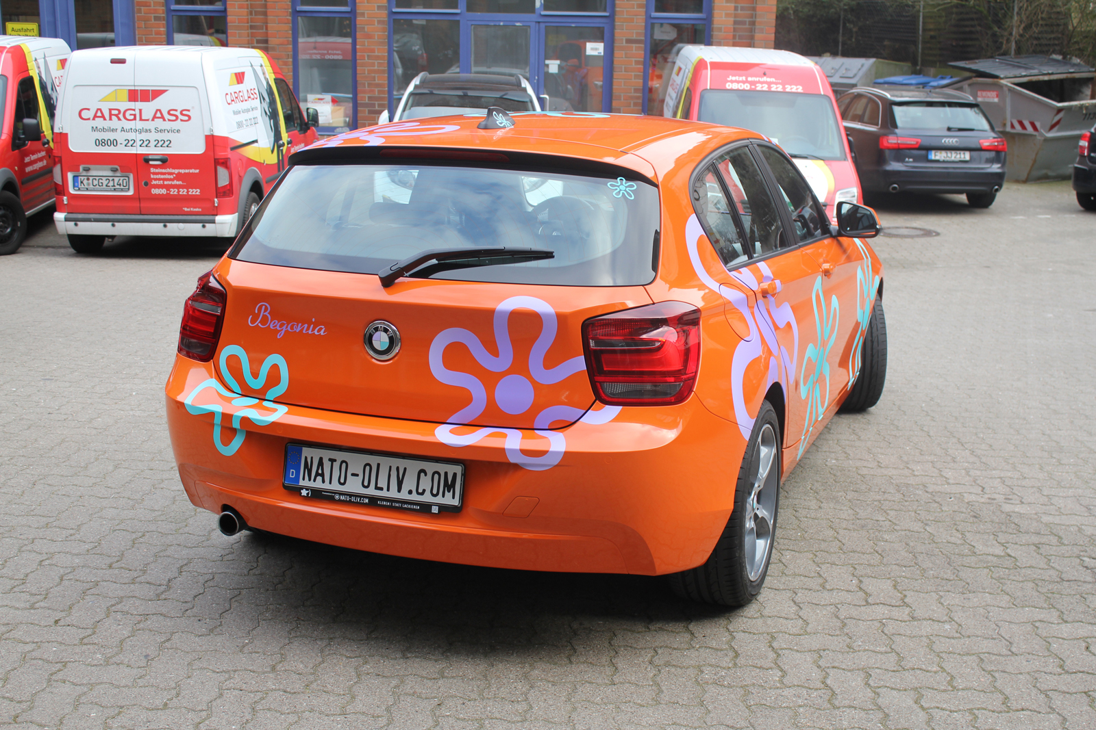BMW_1ER_CAR-WRAPPING_ORANGE_GLANZ_FOLIE_BLUMEN_02