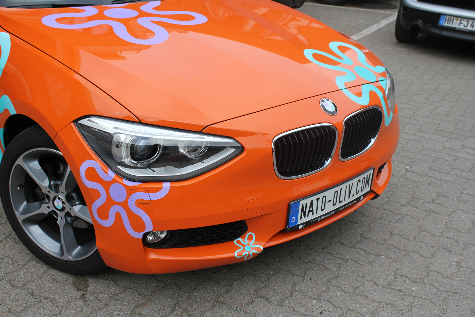 BMW_1ER_CAR-WRAPPING_ORANGE_GLANZ_FOLIE_BLUMEN_06