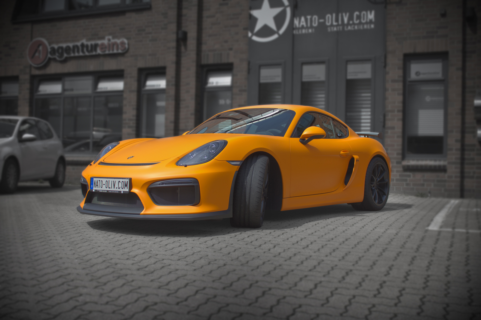 PORSCHE_CAYMAN_GT4_FOLIERUNG_ORANGE_MATT_TITELBILD_16BIT_02