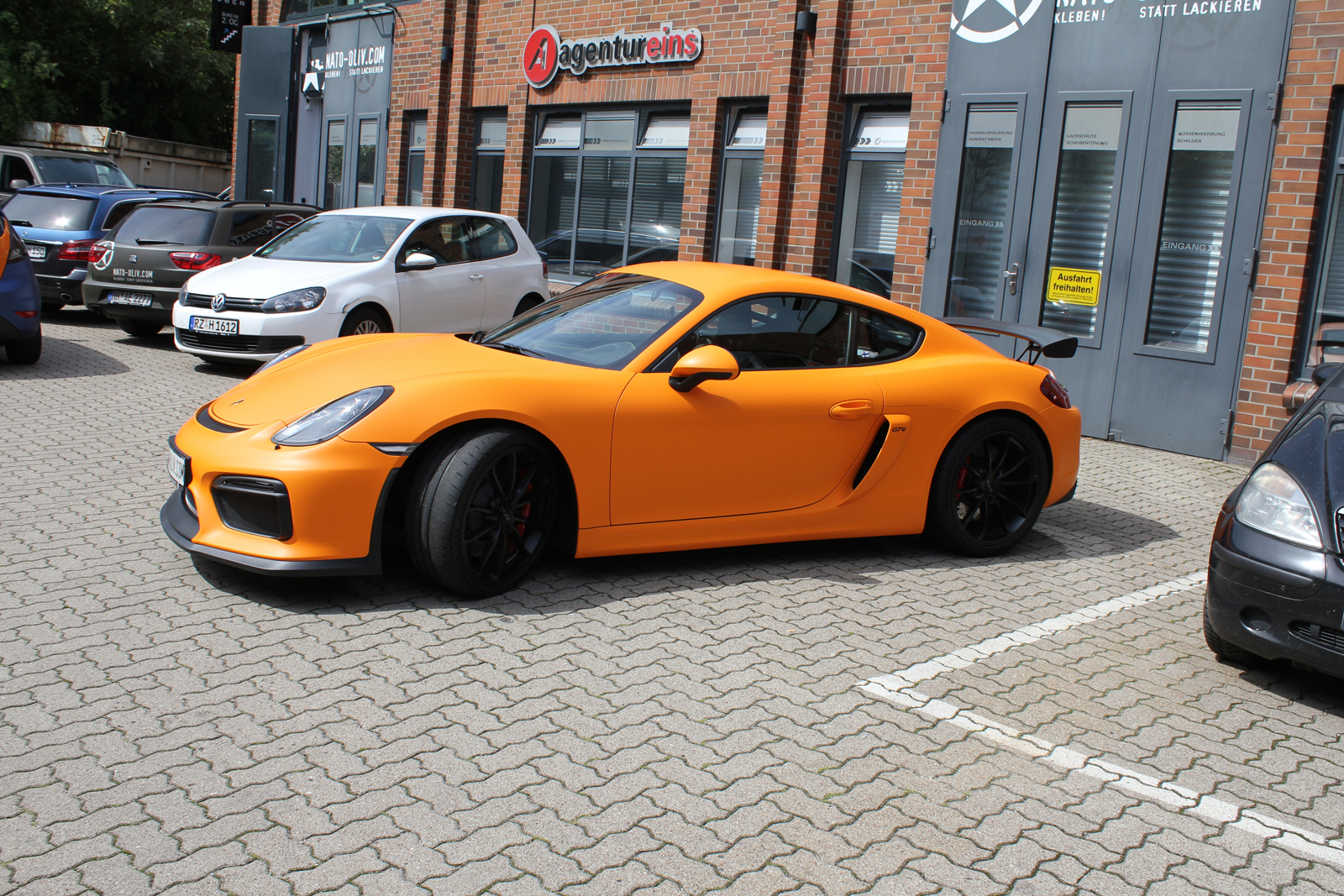 PORSCHE_CYAMAN_GT4_FOLIERUNG_ORANGE_MATT_01