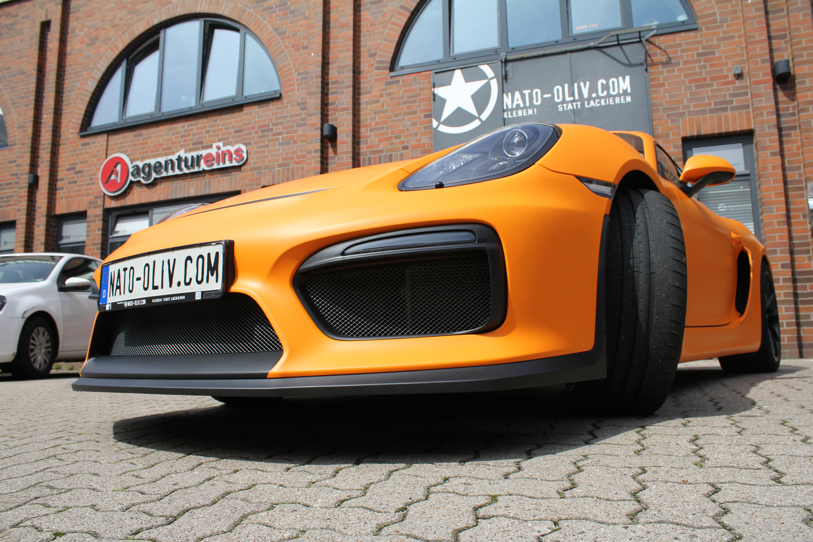 PORSCHE_CYAMAN_GT4_FOLIERUNG_ORANGE_MATT_06