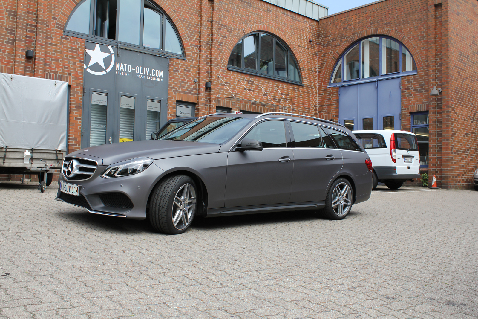 MERCEDES_E-KLASSE_FOLIERUNG_CHARCOAL_MATT_METALLIC_07