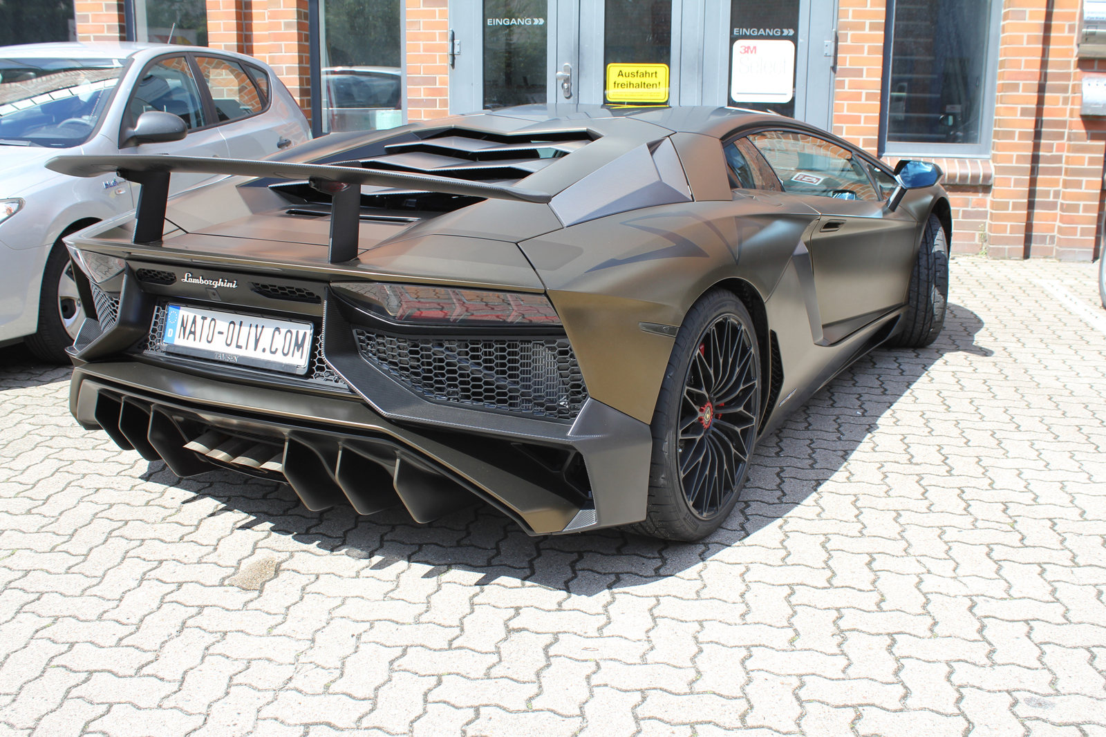 LAMBORGHINI_AVENTADOR_SV_CAR-WRAPPING_BOND_GOLD_04