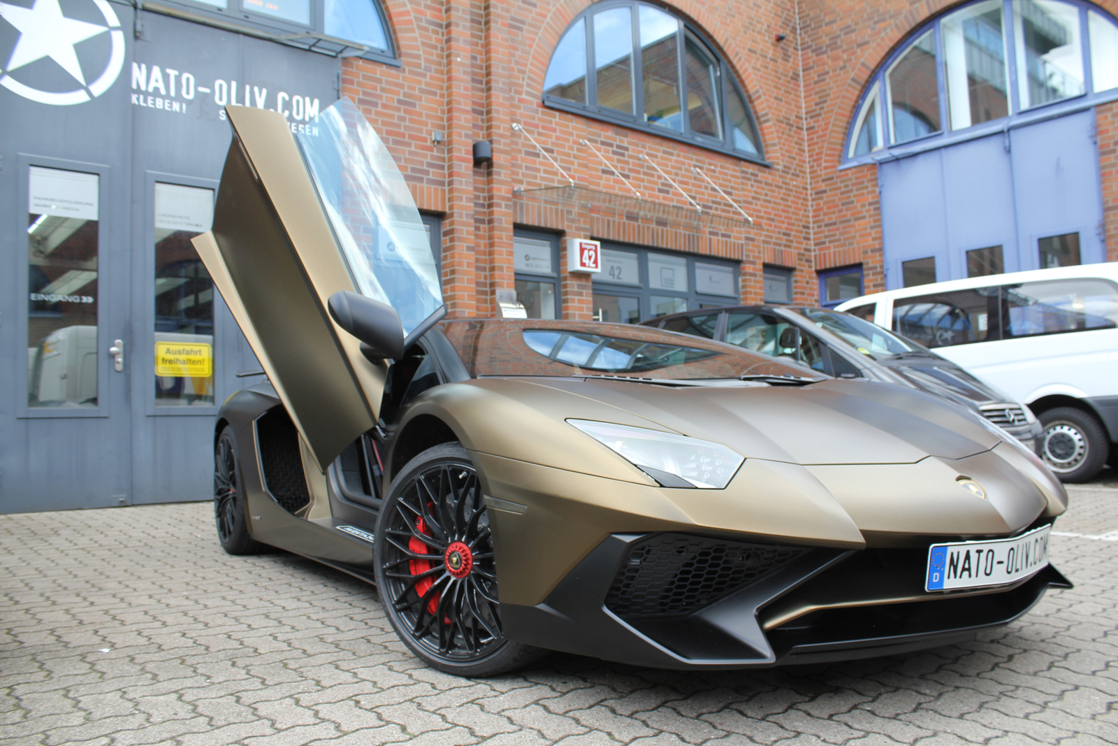 LAMBORGHINI_AVENTADOR_SV_CAR-WRAPPING_BOND_GOLD_06