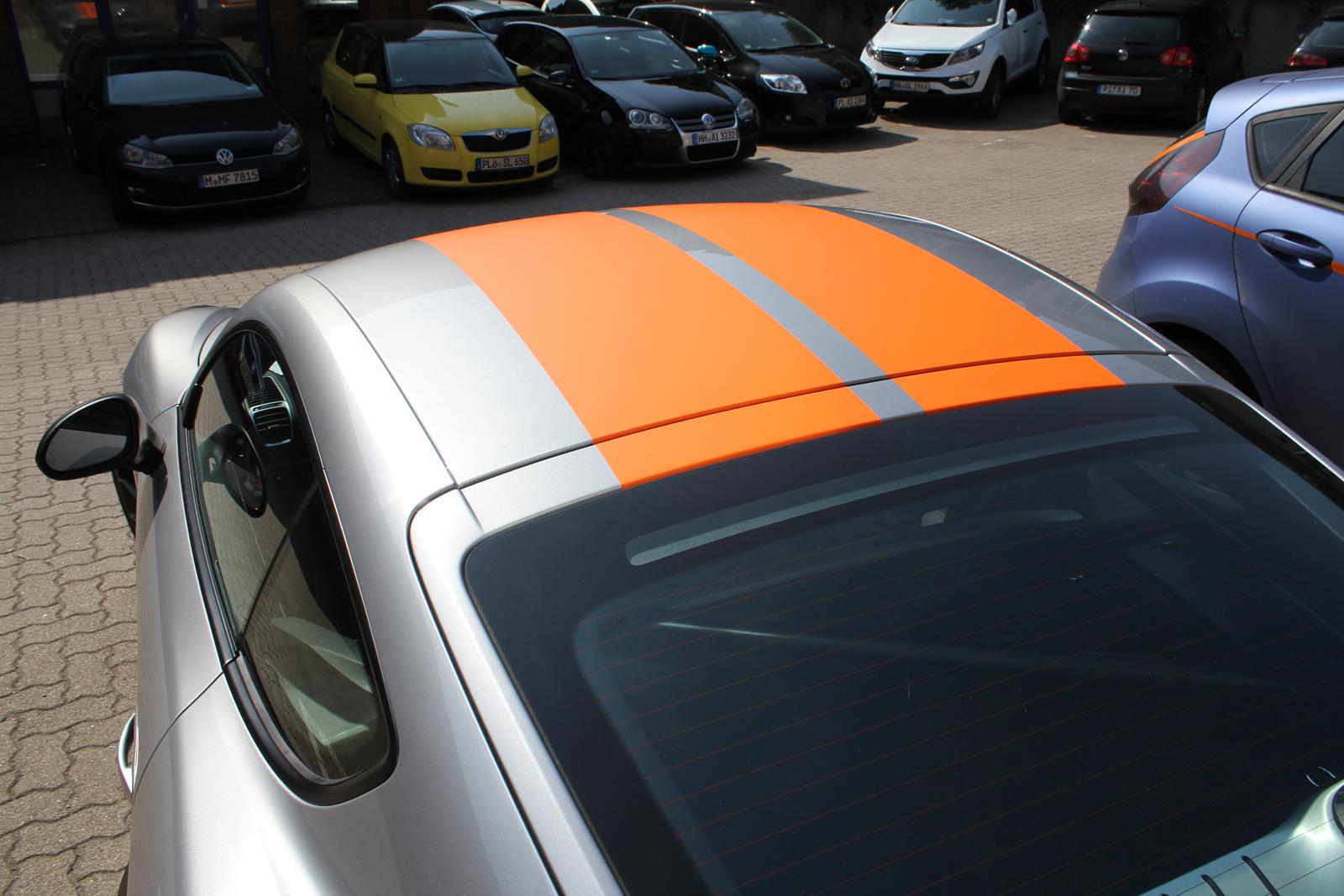 porsche_cayman_gt4_rallyestreifen_orange_04