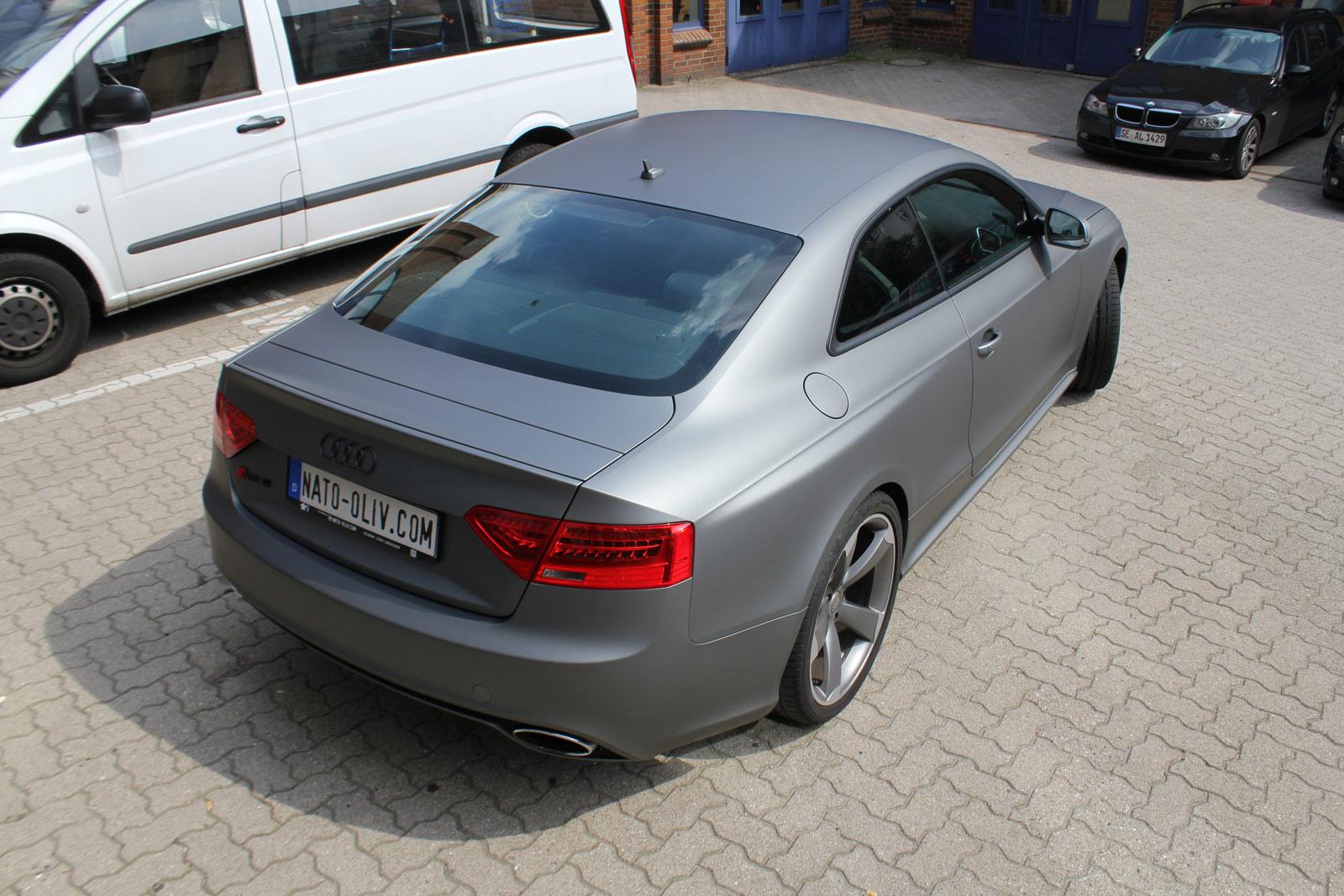 Heckansicht Audi RS5 in Gunmetal metallic matt Folie.
