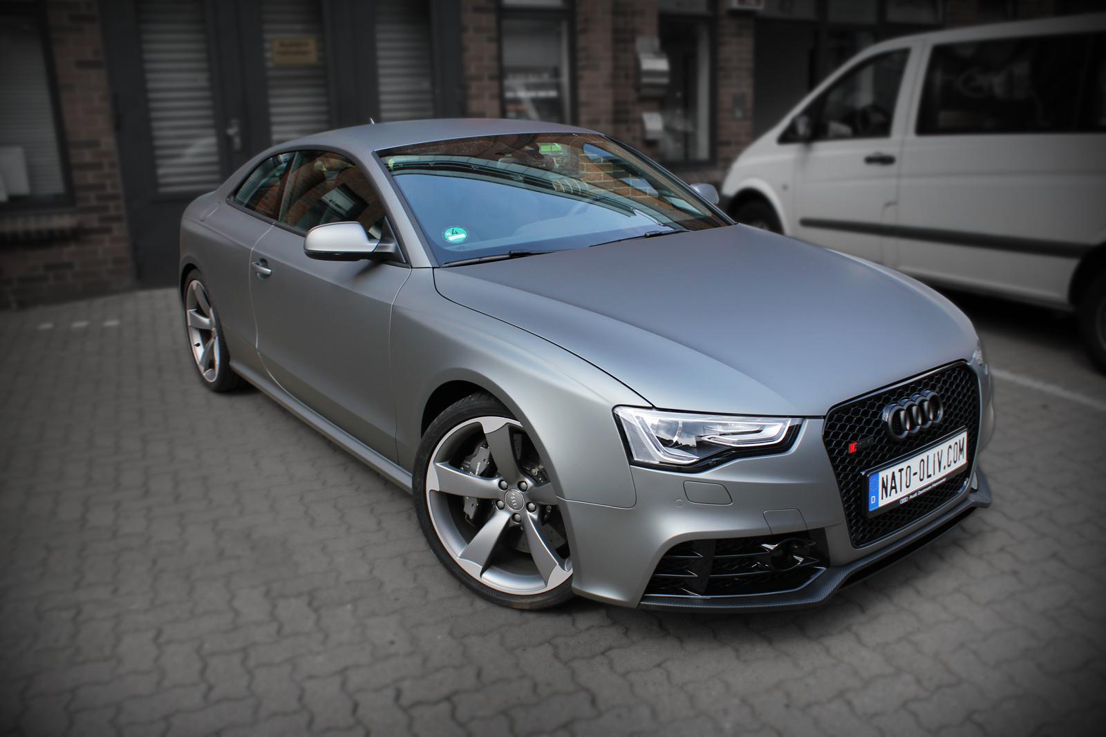 Dieser Audi RS5 wurde mit der neuen Gunmetal metallic matt Folie von Avery komplett beklebt.
